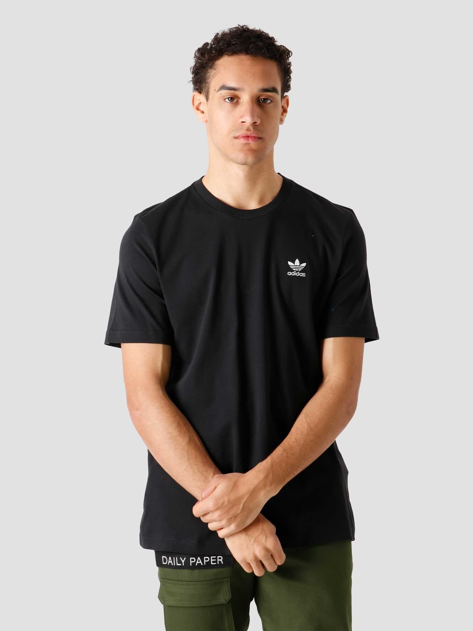 Essential T-Shirt Black GN3416