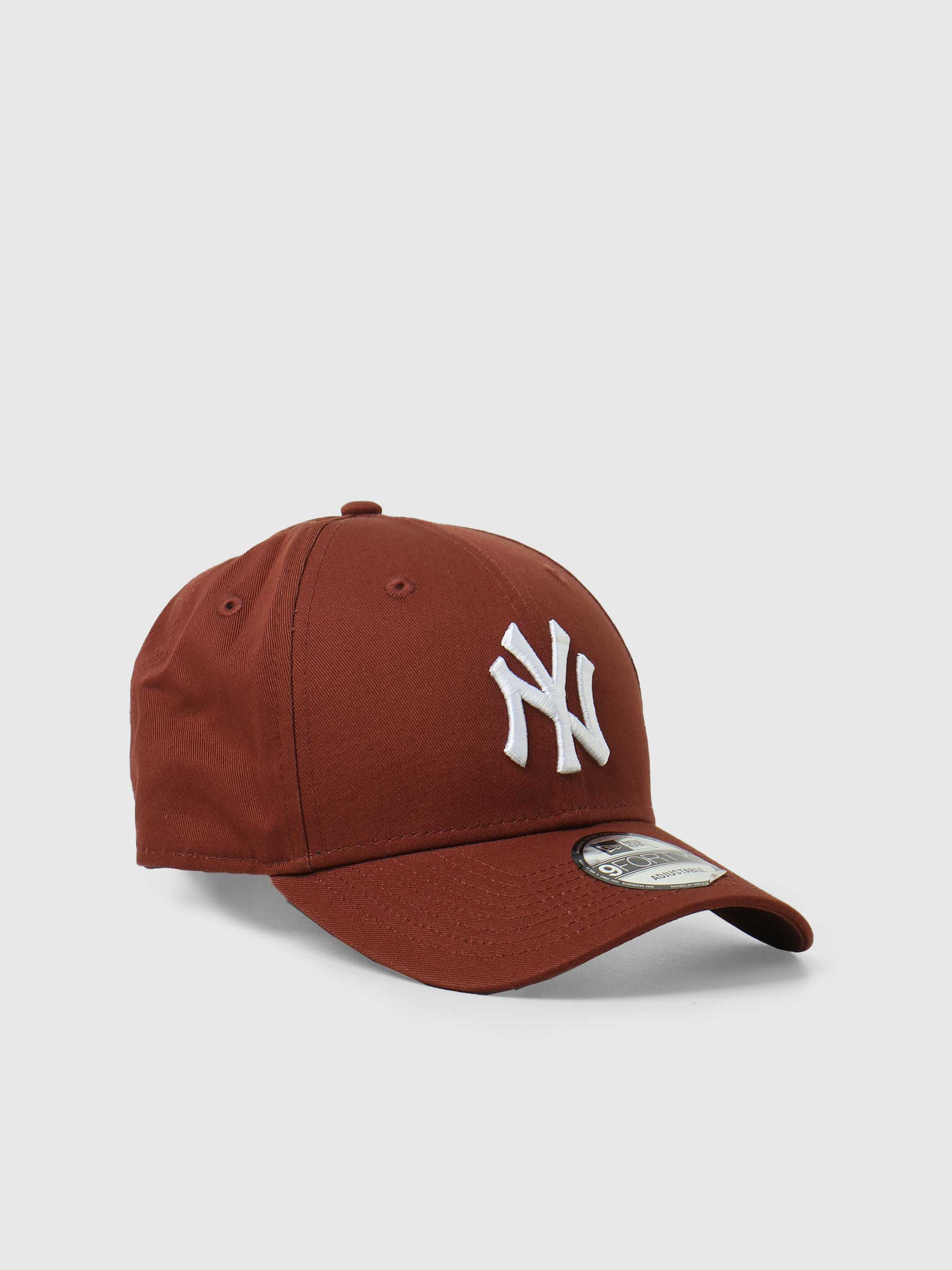 9Forty League Essential New York Yankees Red NE60141847